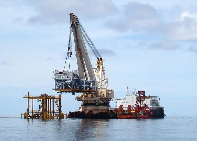 Dầu thô chịu phí bảo vệ môi trường 100.000 đồng/tấn