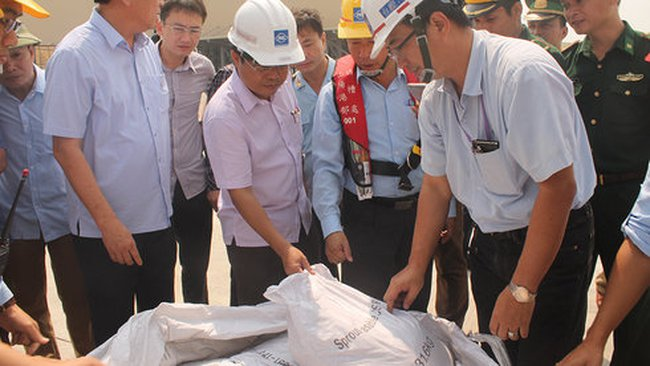 """""""Formosa nhập 168 tấn bùn không phải xin phép bộ ngành nào"""""""
