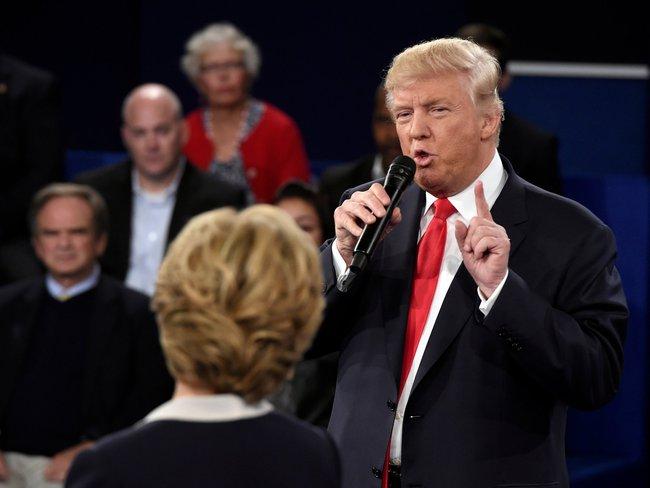 Trump cáo buộc bà Hillary Clinton dùng chất kích thích