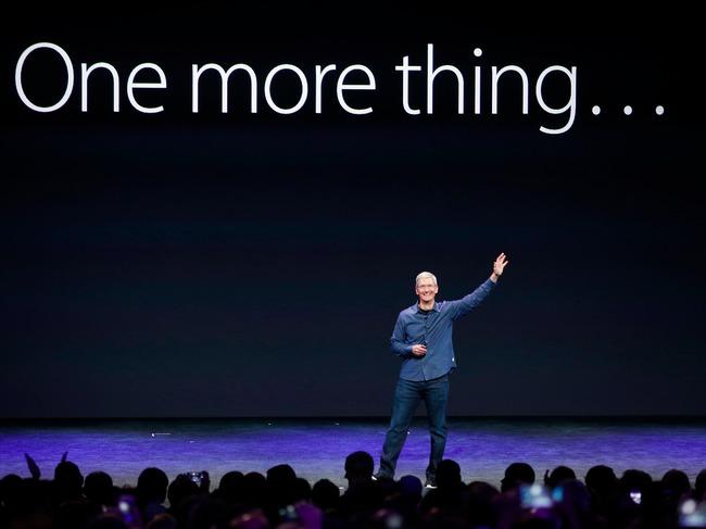 """Ngoài iPhone, Apple có gì để thoát cảnh """"chết chìm""""?"""