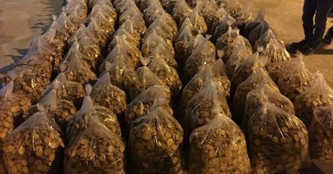 """Bắt 1,6 tấn bánh quy không rõ nguồn gốc chuẩn bị đóng gói bánh """"xịn"""""""