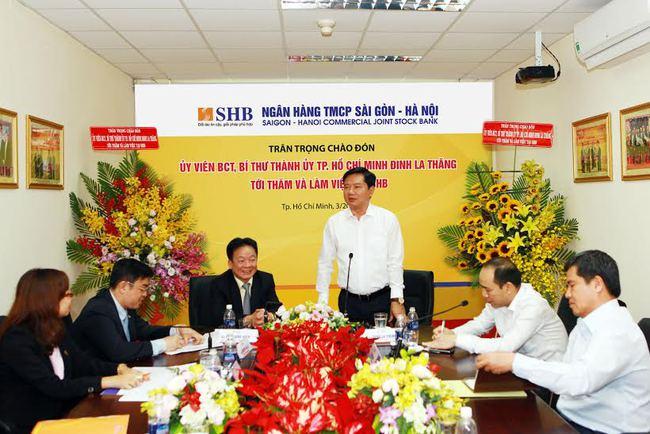 Bí thư Tp.HCM Đinh La Thăng đi thăm ngân hàng
