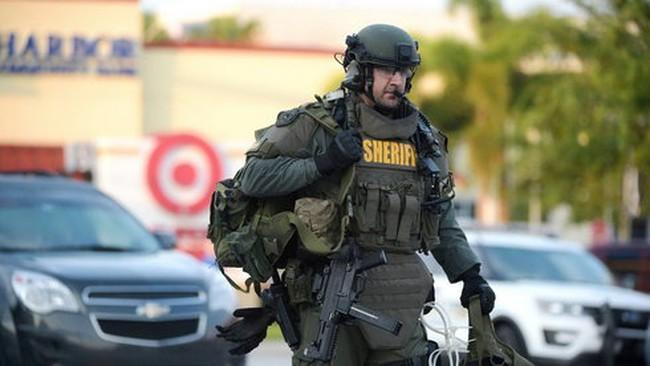 Xả súng ở Orlando: Vì sao 3 giờ sau cảnh sát mới ập vào?