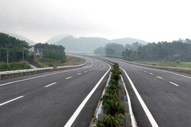 Đầu tư gần 40.000 tỷ đồng xây cầu, đường