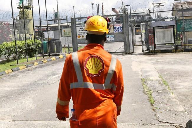 Exxon, Shell đối phó ra sao với giá dầu giảm?