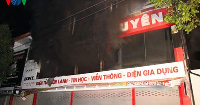 Lửa bao trùm siêu thị điện máy Kim Nguyên, Quảng Trị