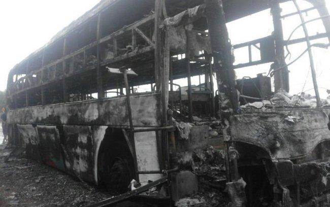 Xe giường nằm cháy rụi trong đêm, hàng chục hành khách thoát nạn