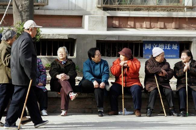 """Người già sẽ """"nhấn chìm"""" kinh tế Trung Quốc?"""