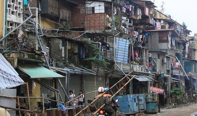Người dân Hà Nội thấp thỏm sống ở chung cư xuống cấp nghiêm trọng