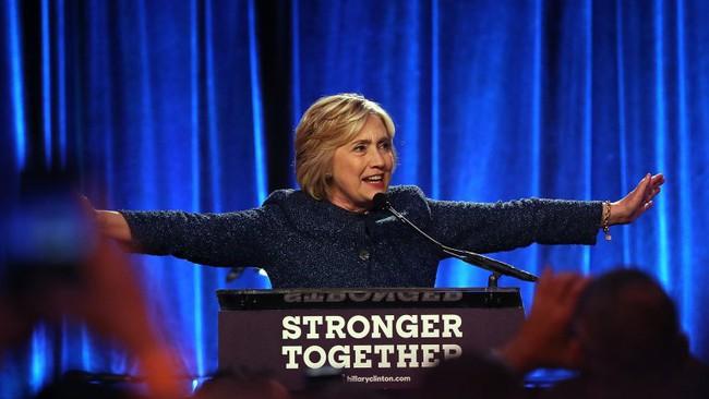 """Hillary Clinton """"gây bão"""" sau khi gọi người ủng hộ Trump là """"những kẻ đáng khinh"""""""