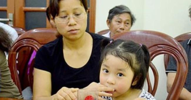 Chủ tịch Hà Nội nói gì về tuyển dụng đặc cách vợ phi công?