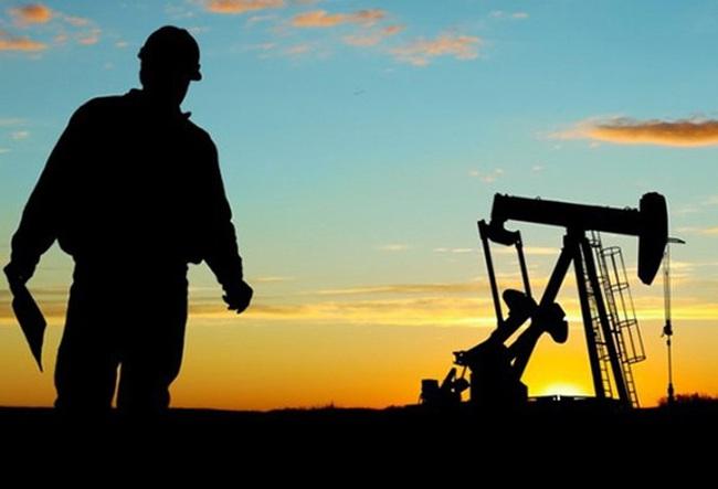 Giá dầu tăng vọt lên ngưỡng 40 USD/thùng