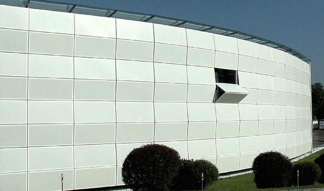 Đây là tòa nhà đặc biệt, kiến trúc của nó biến đổi liên tục để điều hòa không khí