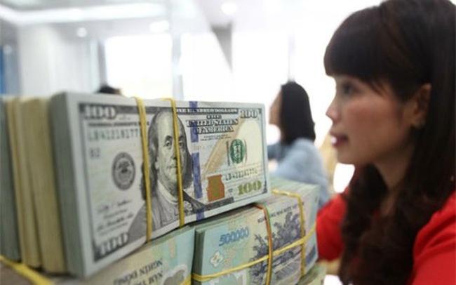 Giá USD đột ngột bẻ hướng đi lên
