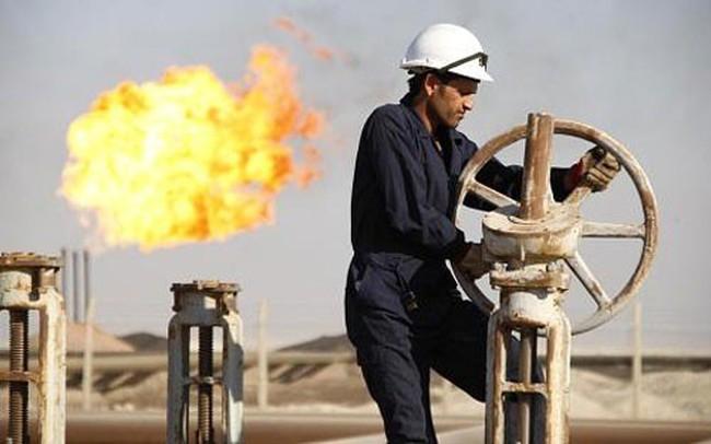 Giá dầu tiếp tục tăng mạnh, vượt xa 50 USD/thùng