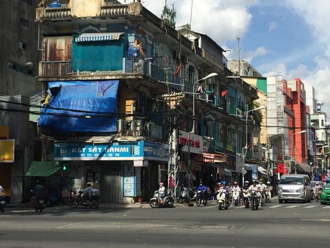 TPHCM: Di dời khẩn cấp một chung cư nguy hiểm cấp độ D tại khu Chợ Lớn