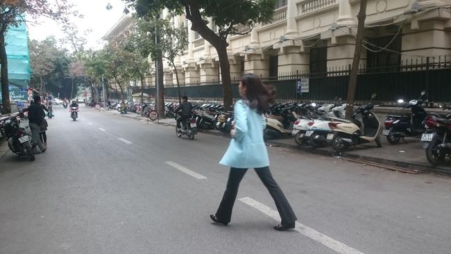 Hà Nội: Hơn 400 người đi bộ tuỳ tiện bị xử lý