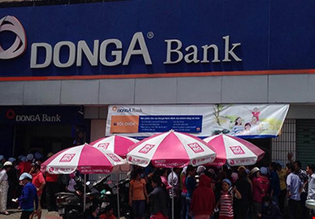 Hàng trăm công nhân lo vì thẻ ATM bị trừ tiền
