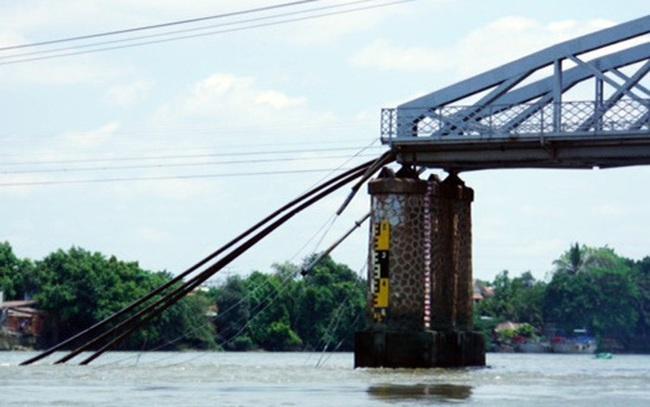 Vì sự cố sập cầu Ghềnh, hành khách đi tàu Bắc - Nam sẽ đi ô tô từ Sài Gòn xuống Đồng Nai
