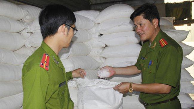 Phát hiện 12 tấn đường không rõ nguồn gốc