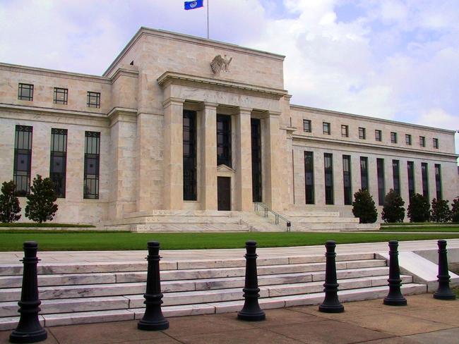 Xác suất Fed nâng lãi suất tăng cao, phố Wall giảm điểm