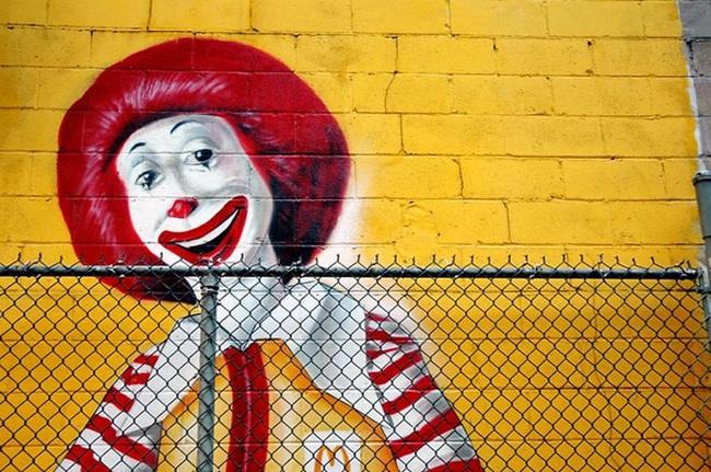 """Nỗi đau của McDonald's: Đứng trên bờ phá sản, mất ngôi vương vào chính tay kẻ mình """"nuôi ong tay áo"""" suốt 8 năm"""