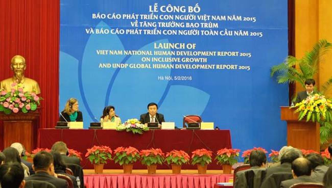 """Việt Nam cần thận trọng với """"bẫy"""" lao động gia công, lắp ráp"""