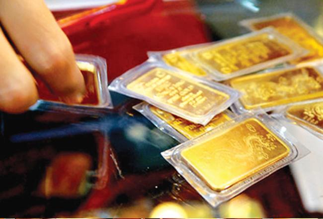Giá vàng trong nước đi ngược với xu hướng thế giới