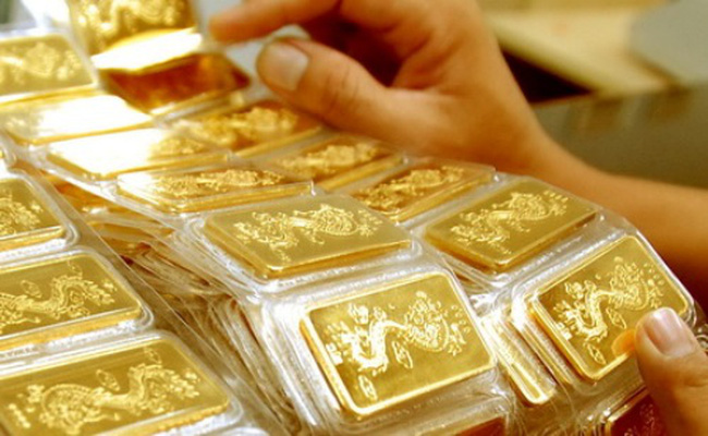 Giá vàng trong nước rẻ hơn thế giới