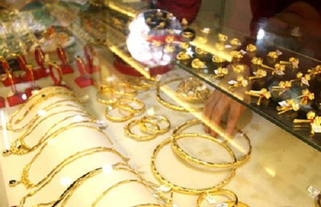 Giá vàng trong nước bật tăng theo giá vàng thế giới