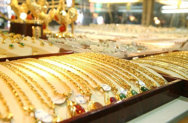 Giá vàng giảm nhẹ phiên chào tuần