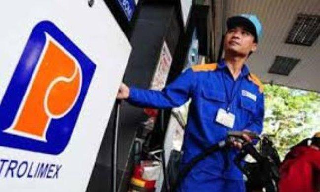 Bất chấp giá thế giới giảm, giá dầu vẫn tăng 500 đồng/lít