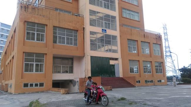 Hà Nội: Dân tái định cư khốn khổ vì thang máy cả tháng không sửa