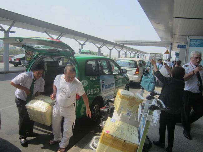TPHCM: Xe khách, taxi đồng loạt giảm giá cước