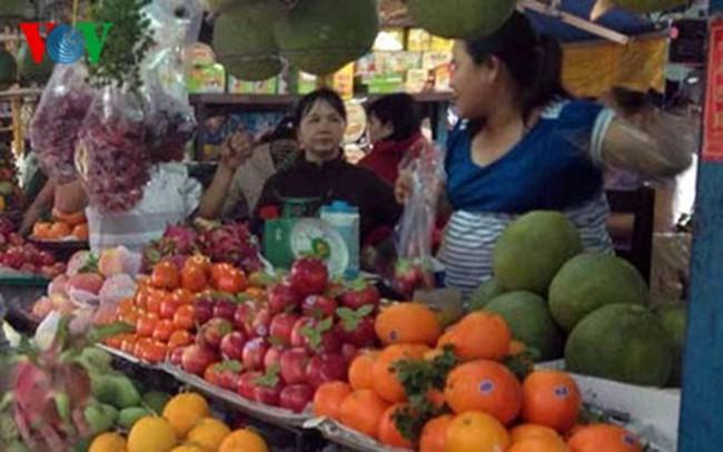 TPHCM: Trái cây, hoa tươi cắt cành và thực phẩm tăng giá