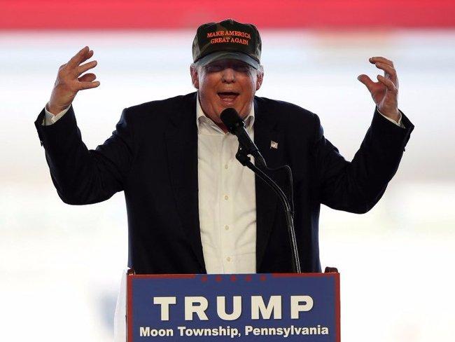 """Donald Trump: """"Obama nên từ chức ngay lập tức"""""""