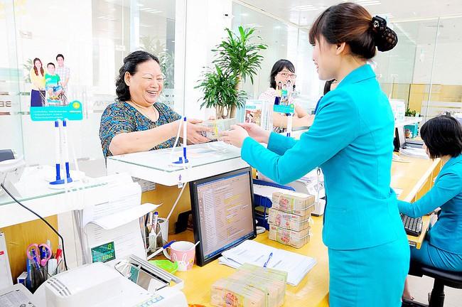 Vì sao ngân hàng nào cũng tặng quà, bốc thăm trúng thưởng cuối năm?