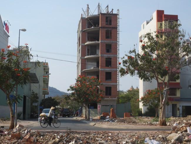 """Công trình xây vượt tầng trên """"đất vàng"""", chủ đầu tư nhận phạt nhưng chưa chịu tháo dỡ"""