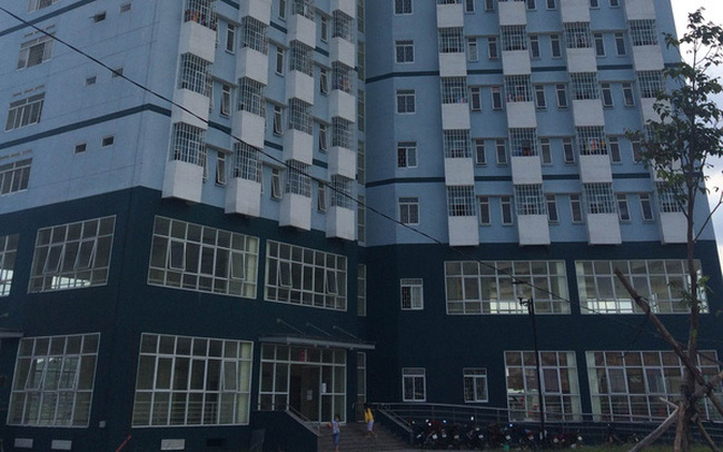Sinh viên vào ở một tuần, ký túc xá ĐH Quốc gia TP HCM đã nứt