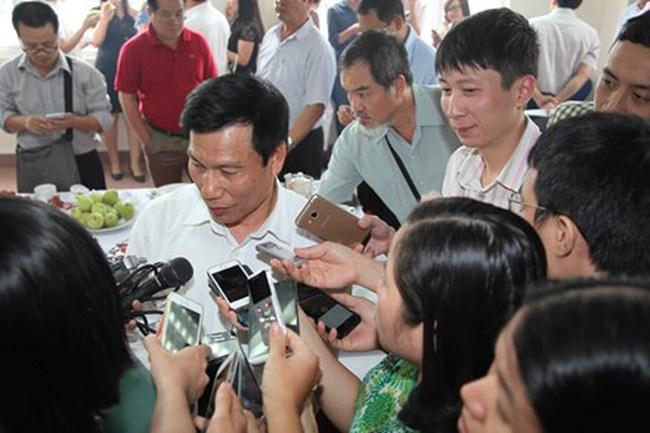 Khách Trung Quốc vi phạm: Nhẹ xử phạt, nặng trục xuất