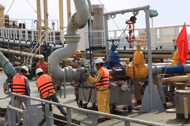 Lo Lọc dầu Dung Quất không tiêu thụ được sản phẩm, PVN gửi đơn kêu cứu