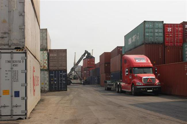 Hàng hóa xuất nhập khẩu vượt 177 tỷ USD