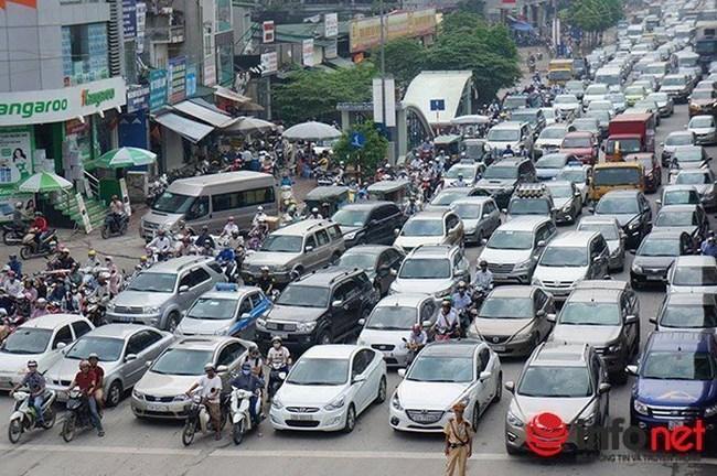 """Vì sao Bộ trưởng Thăng """"bất ngờ"""" tuyên bố năm 2020 mới hạn chế xe cá nhân?"""