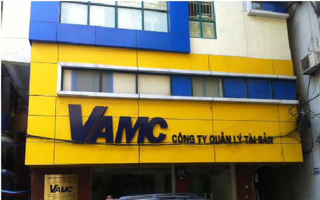 """Tranh cãi """"nảy lửa"""" về nợ xấu: Bán nợ cho VAMC chẳng báu bở gì!?"""