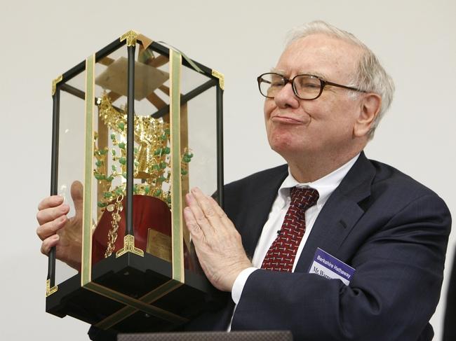 """Warren Buffett: """"Thành công không nằm ở con số trong tài khoản ngân hàng"""""""