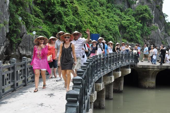 """Du lịch Việt """"không có gì mới"""", giá cao"""