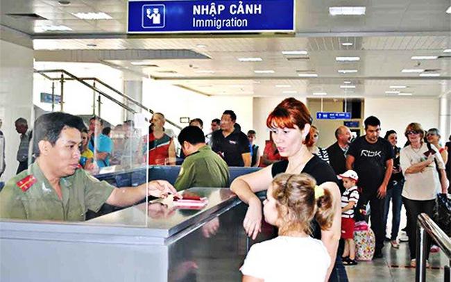 Gần 5 triệu lượt khách quốc tế đến Việt Nam trong 6 tháng