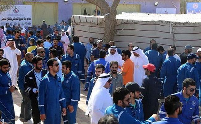 Giá dầu tăng mạnh vì đình công tại Kuwait