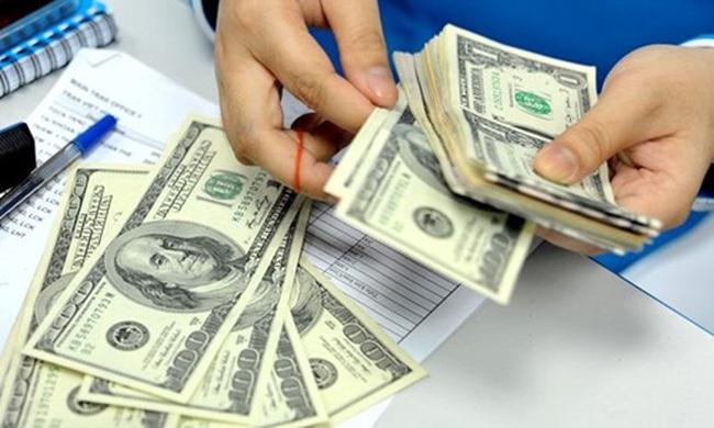 Tỷ giá tại ngân hàng tăng vọt tới cả trăm đồng