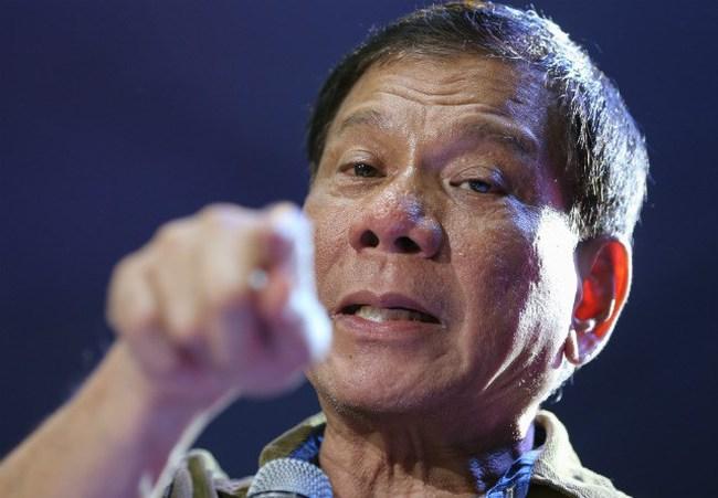 """Ông Duterte chọc tức Mỹ: """"Già néo đứt dây"""" hay cả gan """"vuốt râu hùm""""?"""